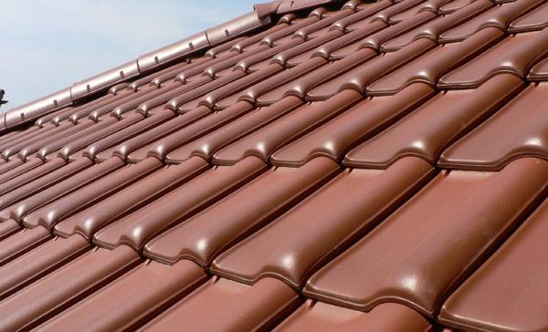 Kõva katus keraamilistest plaatidest